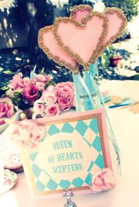 Queen-of-hearts-scepters